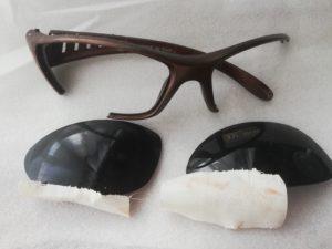 ケノン付属のサングラスはボロボロに